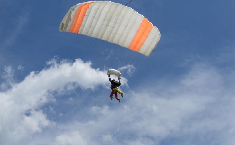 """Der erste Fallschirmsprung oder den Mutigen gehört die Welt – """"Erstspringer"""" verraten ihre persönlichenErfahrungen"""