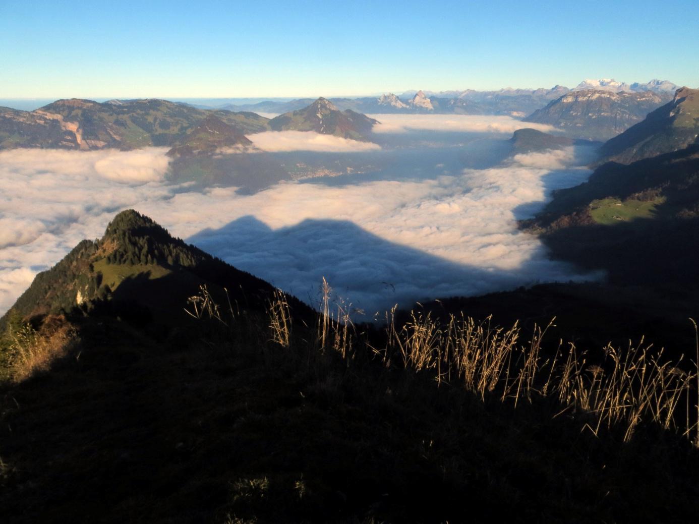 Blick vom Buochserhorn auf den Vierwaldstättersee (im Nebel)