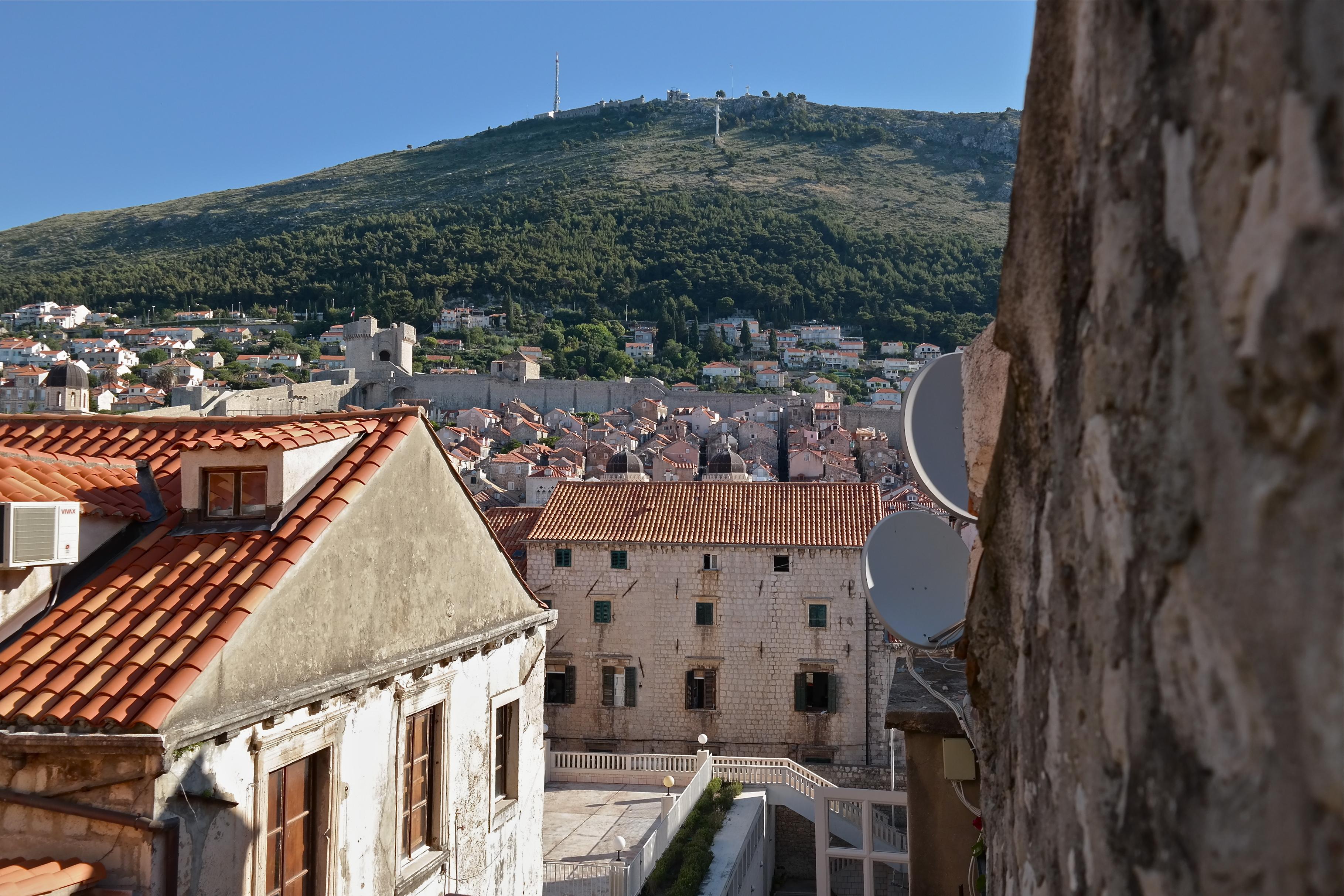 Blick seitlich aus dem Fenster über die Altstadt