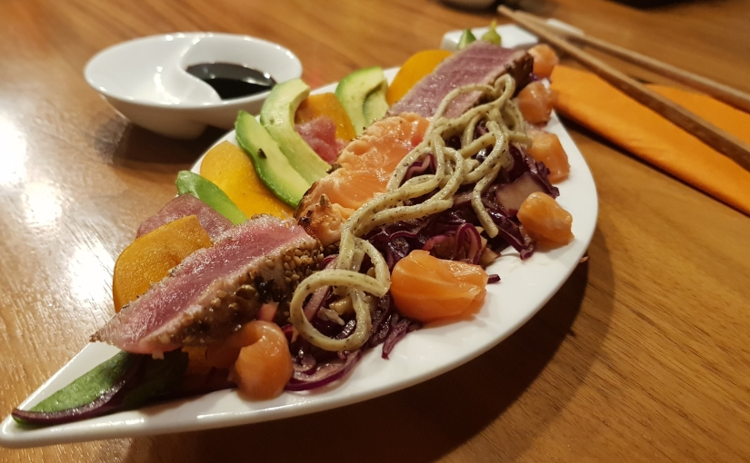 Frischer Fisch – mit Avocado, Kaki, Rotkrautsalat &Trüffelnudeln