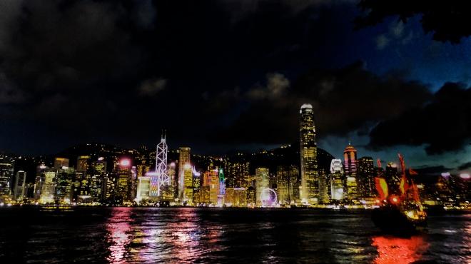 Victoria Harbour bei Nacht