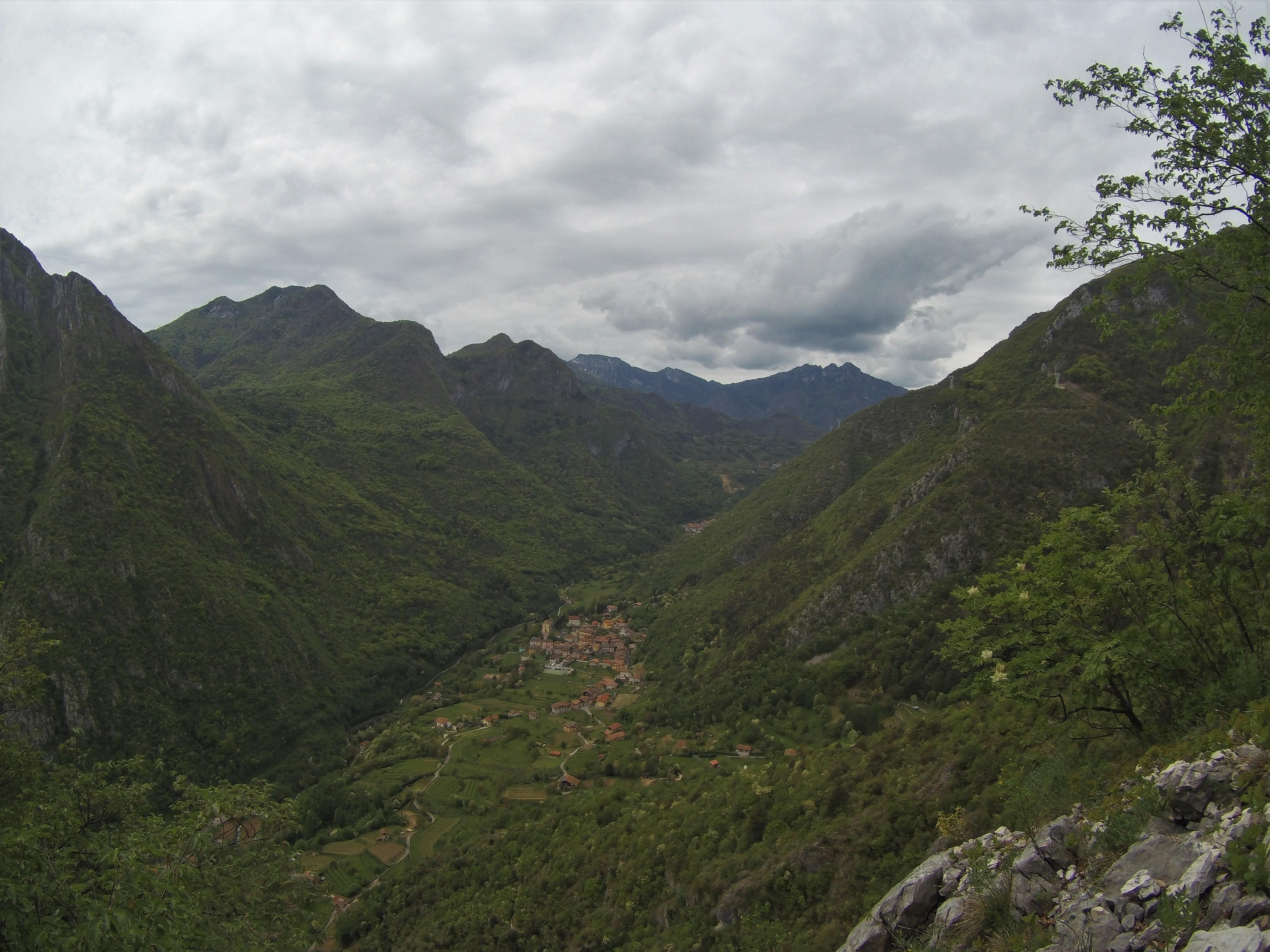Auf die Cima Rocca - Blick ins Ledrotal